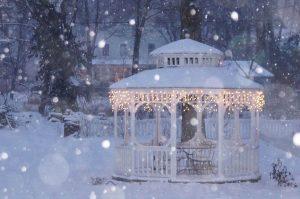 Snowy-gazebo-with-white-lights