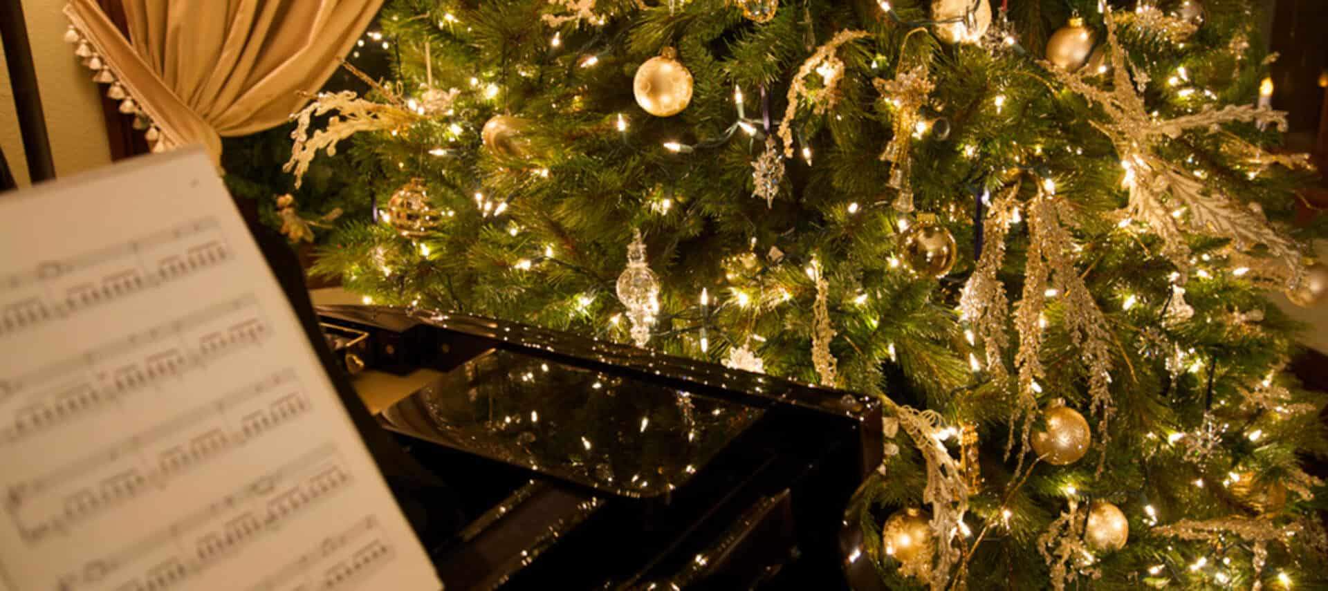 Christmas tree shines in glossy baby grand piano